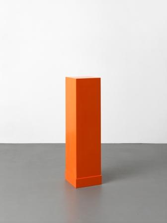 a.《オレンジの台座》2000m1