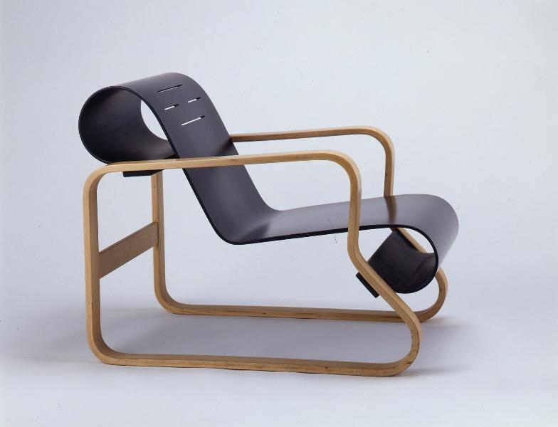MEDE SUWARU-今日みられる椅子 埼玉県立近代美術館